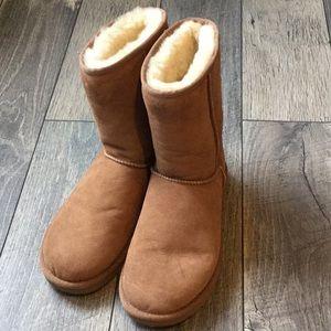 Ugg Classic Short Boot- Tan